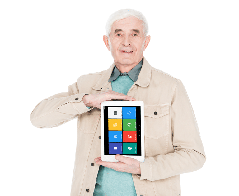 Ein älterer Mann der ein Tablet in der Hand hält, das ein einfaches Interface hat.